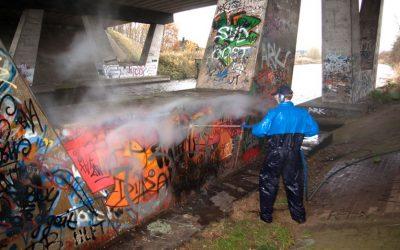 Grafitibeseitigung mit Heißwasser