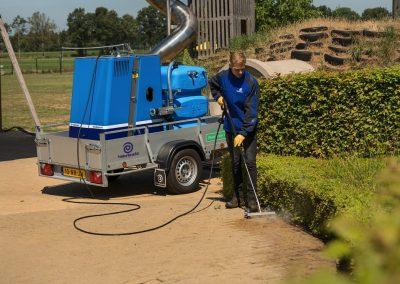 Wildkrautbeseitigung mit Waterkracht WeedMaster-M auf Anhänger montiert
