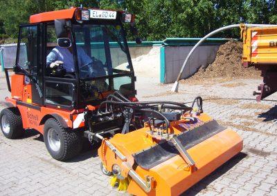 SCHELL SG100 mit Tuchel Frontkehrmaschine